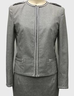グレーのジャケット