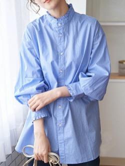 ブルーのフリルシャツブラウス