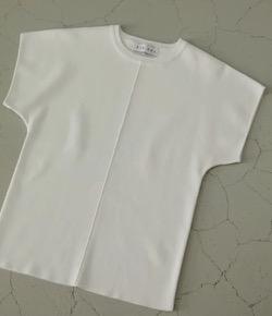 白い半袖カットソー
