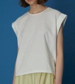 白いカットソーTシャツ