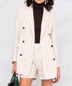 白いストライプスーツジャケット
