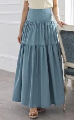 ブルーのロングスカート